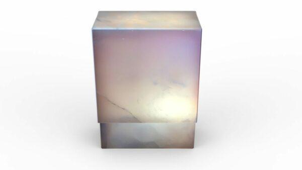 Lampe en onyx rose allumée