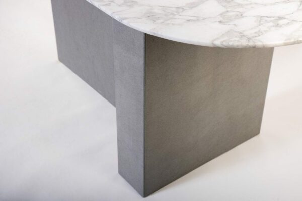 Pied de table à manger d'aspect massif gris